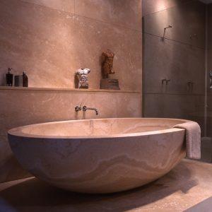 Ellipse Bathtub in Ivory Travertine